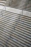 Modelo de piedra de las escaleras con la verja Imagenes de archivo
