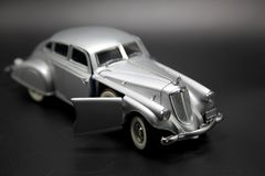 Modelo de prata clássico do carro do futurista Fotografia de Stock Royalty Free
