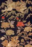 Modelo de seda japonés tradicional de Japón del kimono del vintage en decoros Foto de archivo libre de regalías