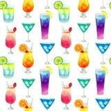 Modelo de Semless con los cócteles brillantes de diverso verano colorido con las frutas Ejemplo dibujado mano de la acuarela Text foto de archivo