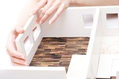 Modelo de tablero para cortar el pan de un interior Fotos de archivo
