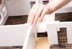 Modelo de tablero para cortar el pan de un interior Foto de archivo libre de regalías