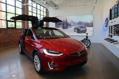 Modelo X de Tesla en la exhibición Imágenes de archivo libres de regalías