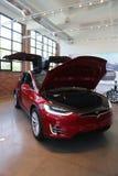 Modelo X de Tesla en la exhibición Imagen de archivo