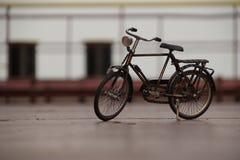 Modelo de una bicicleta del vintage imagen de archivo libre de regalías