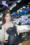 Modelo de Unkwon en vestido sexy en la trigésima expo internacional del motor de Tailandia Imágenes de archivo libres de regalías