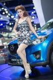 Modelo de Unkwon en vestido sexy en la trigésima expo internacional del motor de Tailandia Foto de archivo libre de regalías