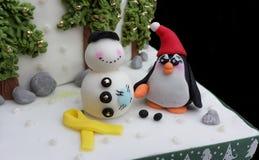 Modelo del azúcar del pingüino de Kawaii con un muñeco de nieve Fotografía de archivo libre de regalías