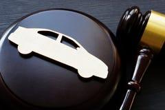 Modelo del coche y del mazo Pleito o seguro, proceso legal del accidente imagen de archivo