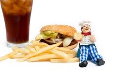 Modelo del cocinero con la hamburguesa deliciosa fotografía de archivo