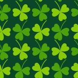 Modelo del día de St Patrick inconsútil de la hoja de trébol Imagen de archivo libre de regalías