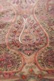 Modelo del estilo chino hecho de las bufandas de la tela Fotos de archivo libres de regalías