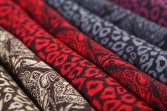 Modelo del estilo chino hecho de las bufandas de la tela Imágenes de archivo libres de regalías