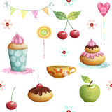 Modelo del feliz cumpleaños hecho de la magdalena, cereza, manzana, caramelos, flores Fondo del cumpleaños Imagenes de archivo