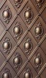 Modelo del hierro en la vieja puerta Imágenes de archivo libres de regalías