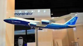 Modelo del Jumbo de Boeing 787-8 en la exhibición en Singapur Airshow 2012 Imagen de archivo libre de regalías