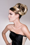 Modelo del pelo de la moda del salón Foto de archivo libre de regalías
