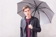 Modelo del retrato del hombre joven del adolescente Fotos de archivo libres de regalías