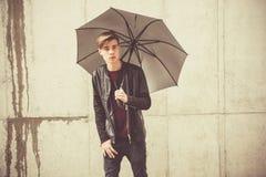 Modelo del retrato del hombre joven del adolescente Fotografía de archivo