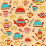 Modelo del Teatime con las teteras y las tazas Foto de archivo