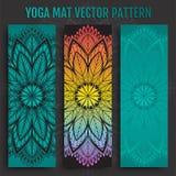 Modelo dibujado mano del vector de la estera de la yoga Imagen de archivo libre de regalías
