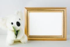 Modelo do berçário com urso branco Fotos de Stock Royalty Free