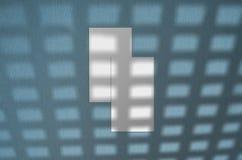 Modelo do cart?o Sombras de iluminação cobertas naturais as folhas Cart?es 3 polegada 5x2 Cena de sombras da folha fotografia de stock
