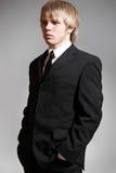 Modelo do homem de negócio do cavalheiro no terno preto elegante fotos de stock