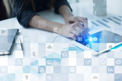 Modelo do negócio Ícones na tela virtual Internet, conceito da tecnologia digital Foto de Stock
