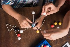 Modelo dos átomos da construção da família Foto de Stock Royalty Free