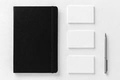 Modelo dos cartões e do bloco de notas no backgroun textured branco Foto de Stock