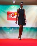 Modelo durante desfile de moda Imagenes de archivo