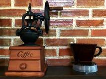 Modelo e copo de máquina do café Imagens de Stock