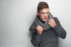 Modelo e lenço de forma Imagens de Stock Royalty Free