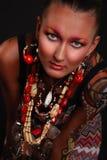 Modelo elegante con arte brillante del maquillaje y de carrocería. Foto de archivo libre de regalías