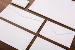 Modelo en blanco Consista en las tarjetas de visita, papel con membrete a4, envelo fotografía de archivo libre de regalías