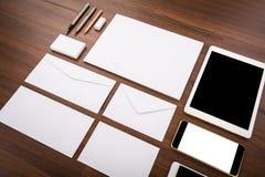 Modelo en blanco Consista en las tarjetas de visita, papel con membrete a4, tableta fotografía de archivo libre de regalías