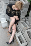 Modelo en el Step-ladder foto de archivo