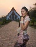 Modelo en el templo de Ayutthaya Imágenes de archivo libres de regalías