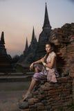 Modelo en el templo de Ayutthaya Fotografía de archivo
