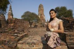 Modelo en el templo de Ayutthaya Fotos de archivo libres de regalías