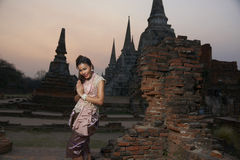Modelo en el templo de Ayutthaya Imagen de archivo