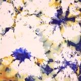 Modelo en la tela, textura del fondo, puntos multicolores, manchas blancas /negras, flores, hoja, estrellas, violetas, stock de ilustración