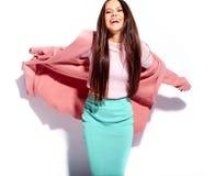 Modelo en ropa casual del verano en estudio Fotografía de archivo