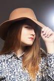 Modelo en sombrero Foto de archivo
