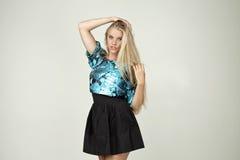 Modelo en una blusa de moda Fotos de archivo