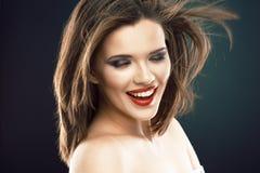 Modelo femenino con el pelo largo en el movimiento Foto de archivo libre de regalías