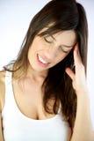 Modelo femenino con mán dolor de cabeza Fotos de archivo libres de regalías
