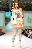 Modelo femenino de Asia en un desfile de moda Imagen de archivo libre de regalías