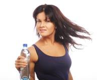 Modelo femenino de la aptitud que sostiene una botella de agua Imagen de archivo libre de regalías